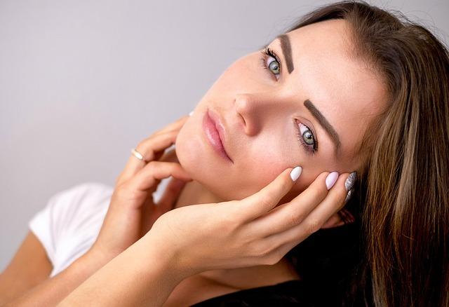 Как правильно удалять макияж