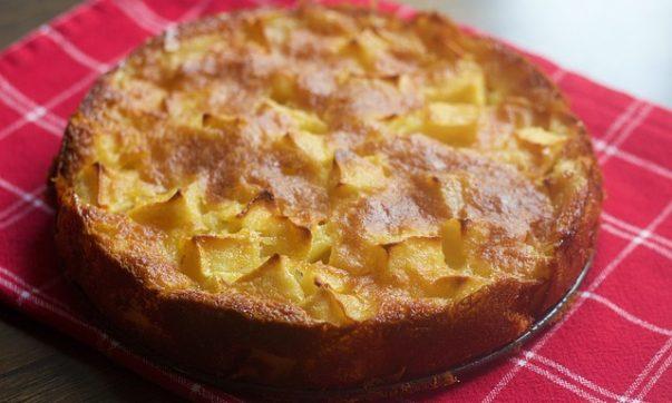 Вкуснейший пирог с яблоками и клубникой