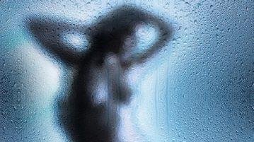 Женский утренний душ