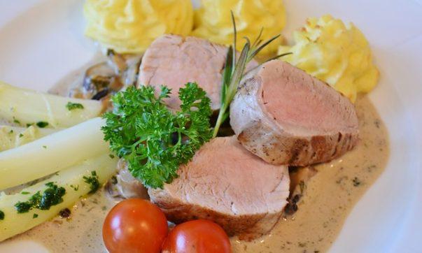 Антрекоты из свинины в ароматном медовом соусе