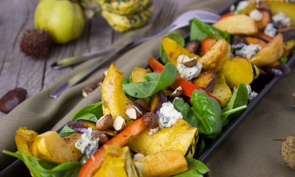 Теплый тыквенный салат с фетой и нутом